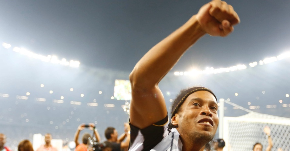 Ronaldinho comando o time ao título. FOTO: Uol