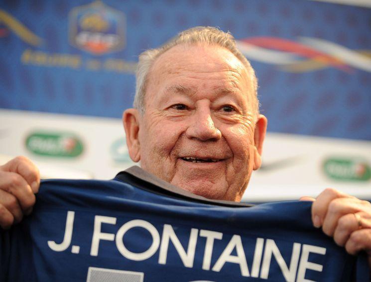 Fontaine sendo homenageado pela Federação Francesa. FOTO: Edf