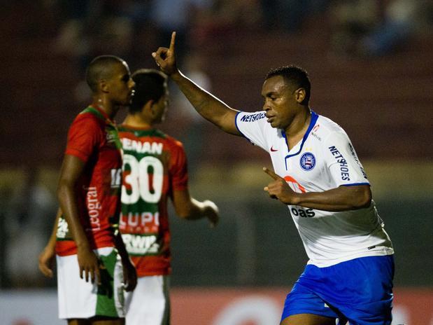 Obina dá vitória ao Bahia no fim. FOTO: Fernando Dantas