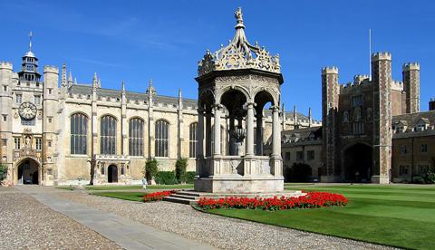 Trinity College na Universidade de Cambridge, Inglaterra. Local onde se realizou a primeira reunião para criar as leis unificadas do jogo.