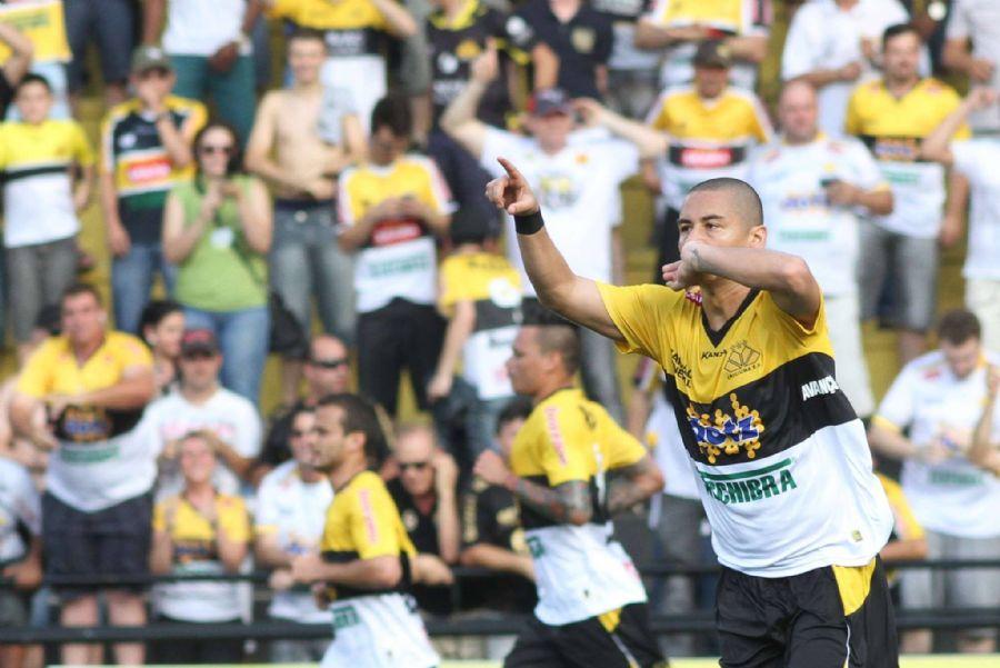 Wellington Paulista fez dois gols no jogo. FOTO: fan page oficial do Criciúma