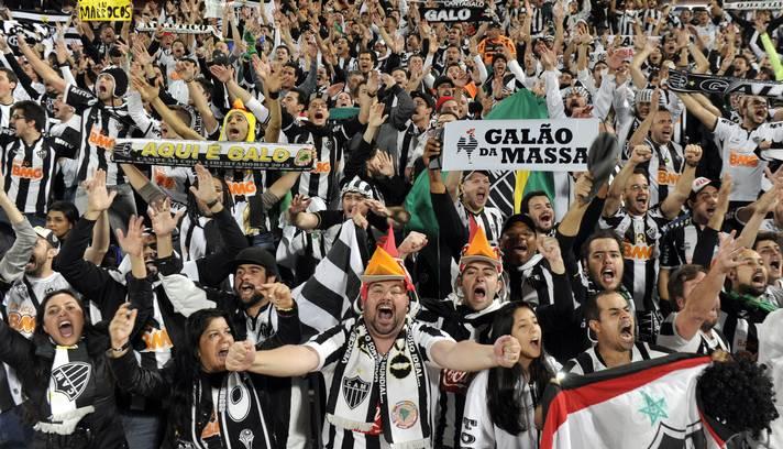 Torcida do Galo no estádio de Marrakech. FOTO: O Globo