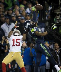 Sherman desviando passe crucial na final da NFC