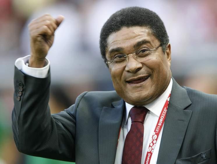 Eusébio, enquanto membro da comissão técnica da seleção de seu país: FOTO: UEFA