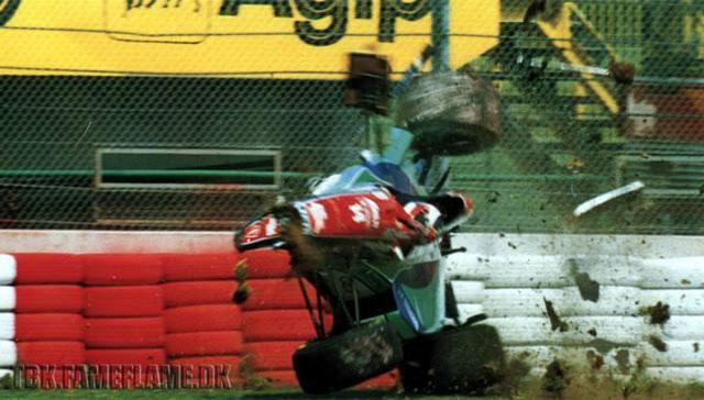 Carro de Rubens Barrichello durante o acidente nos treinos livres na sexta-feira. FOTO: http://formulatotal.wordpress.com.