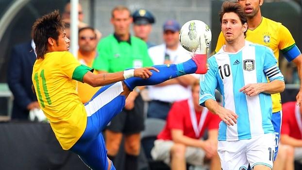 Neymar e Messi estão entre os craques que prometem ser grandes destaques na Copa. FOTO: AFP
