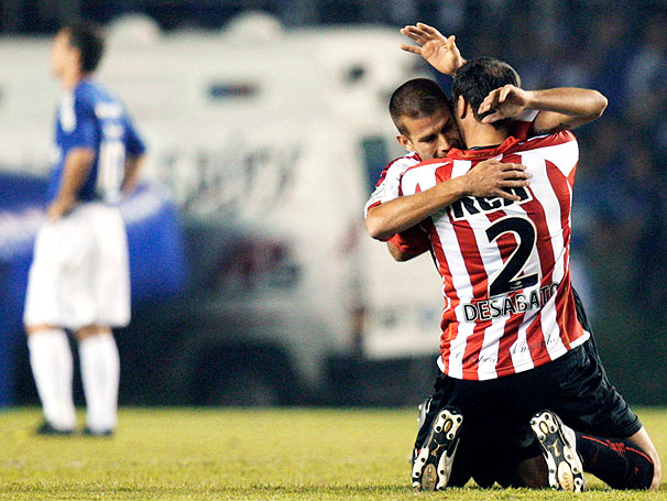 Jogadores comemoram a virada argentina. FOTO: globoesporte.com