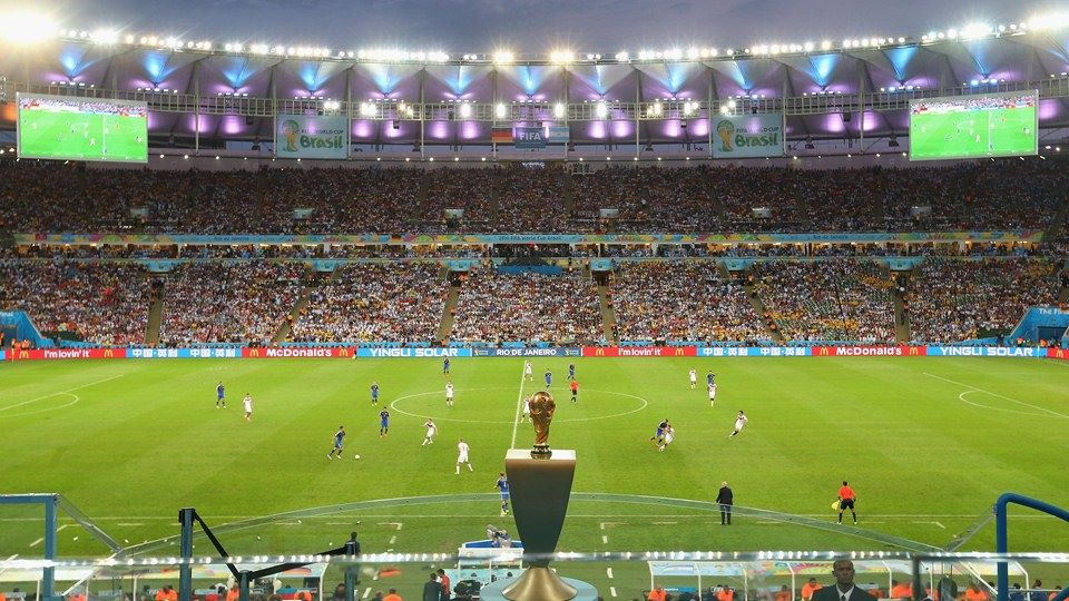 A taça em jogo entre Argentina e Alemanha. FOTO: FIFA