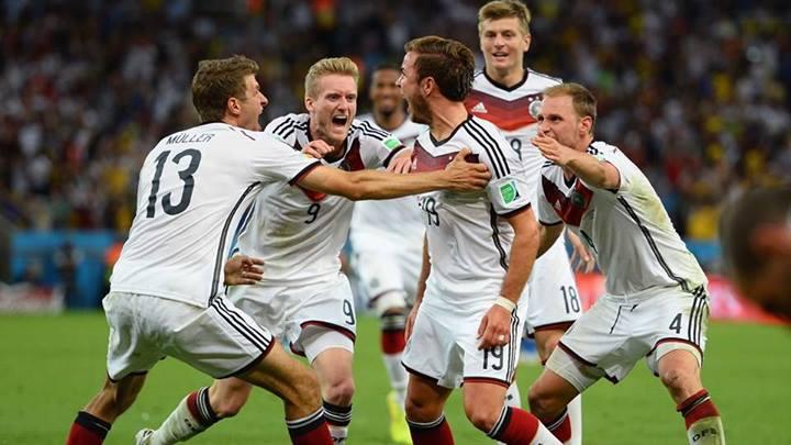 Alemães comemoram o gol marcado por Mario Gotze. FOTO: FIFA