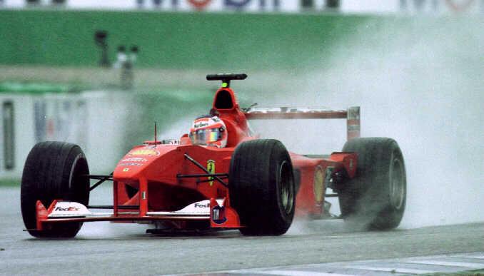 Spray levantado pelo carro de Barrichello durante as últimas voltas demonstra como estava a chuva em determinado trecho do circuito alemão. FOTO: voltarpida.blogspot.com.br