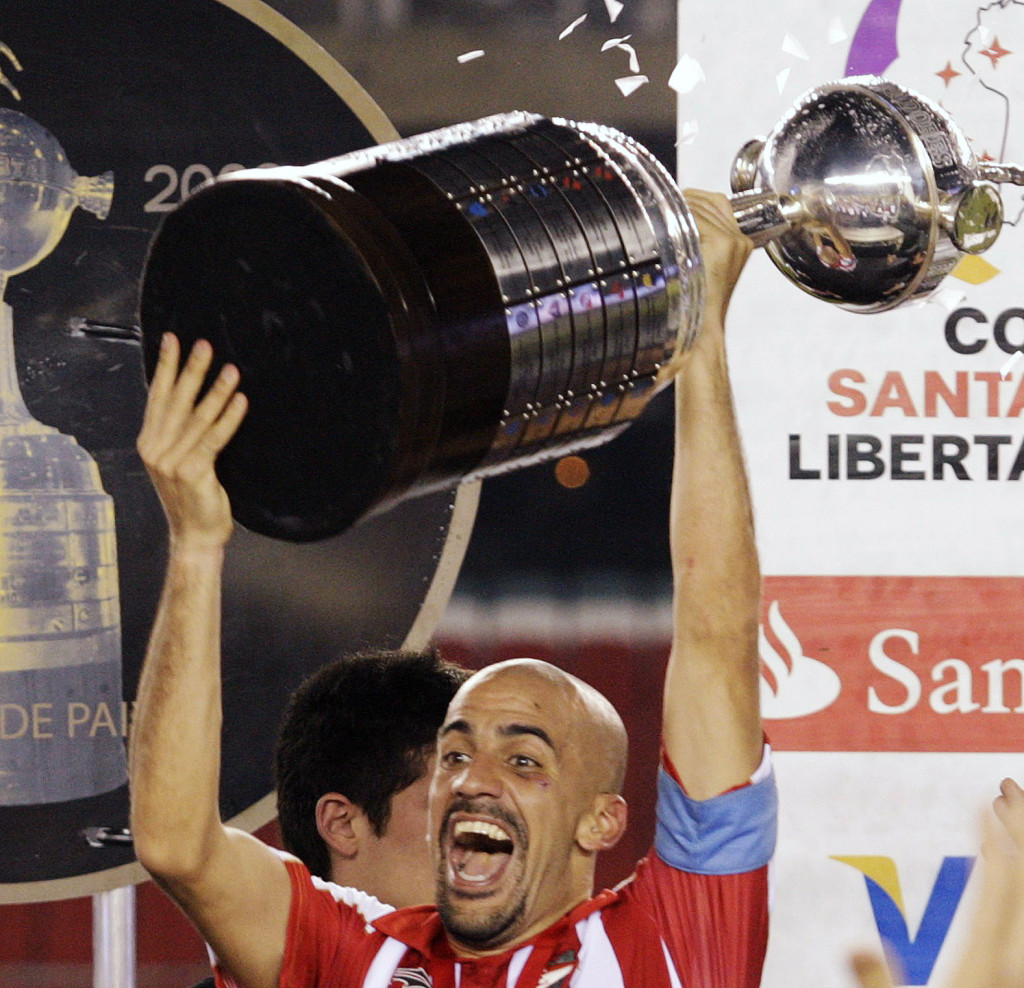 Estudiantes LP captain Veron celebrates with trophy after victory against Cruzeiro in Copa Libertadores second leg final soccer match in Belo Horizonte