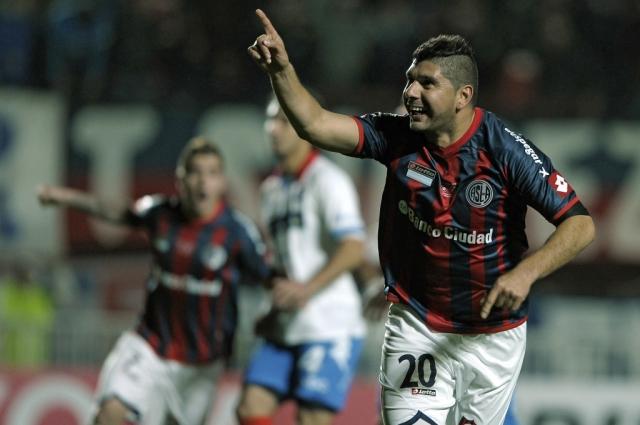 O gordinho Ortigoza decide o título mais importante da história do San Lorenzo. FOTO: Alejandro Pagni / AFP