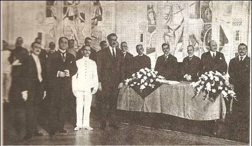 Presidente Epitácio Pessoa e seu ministério numas das raras homenagens a equipe olímpica de Tiro. FOTO: arquivo nacional