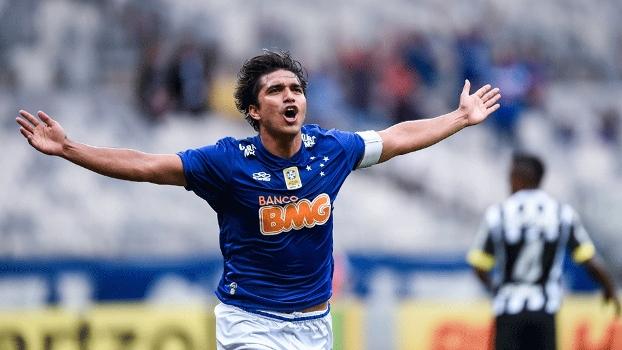 Marcelo Moreno comemora frango de Aranha no primeiro gol do Cruzeiro. FOTO: AP