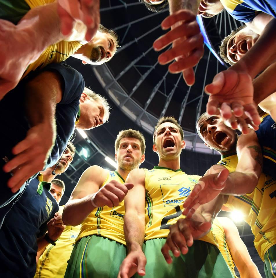 Brasil sofre mas vence difícil partida contra Cuba. FOTO: FIVB