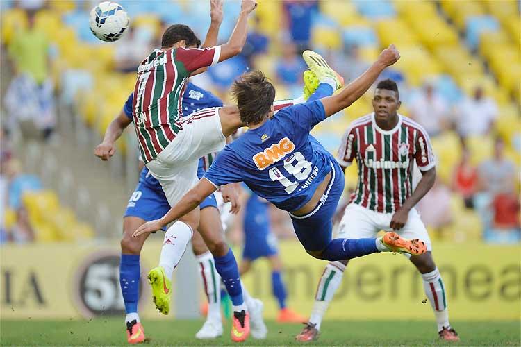 Moreno faz golaço de voleio no Maracanã. FOTO: AP
