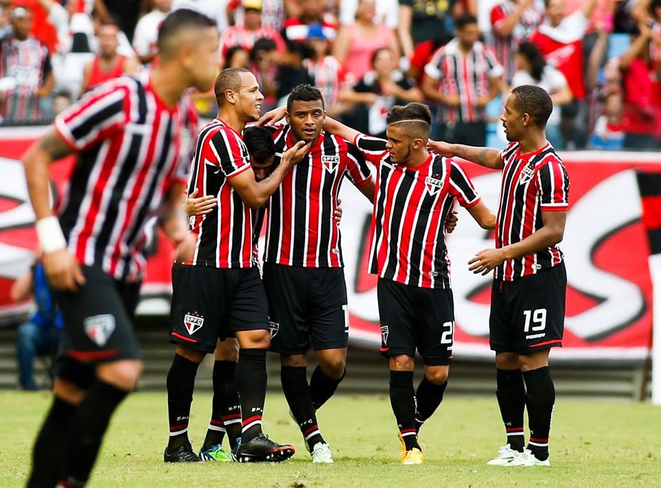 Tricolor alternativo garante a vaga na Libertadores, mas vê título escapar. FOTO: Placar