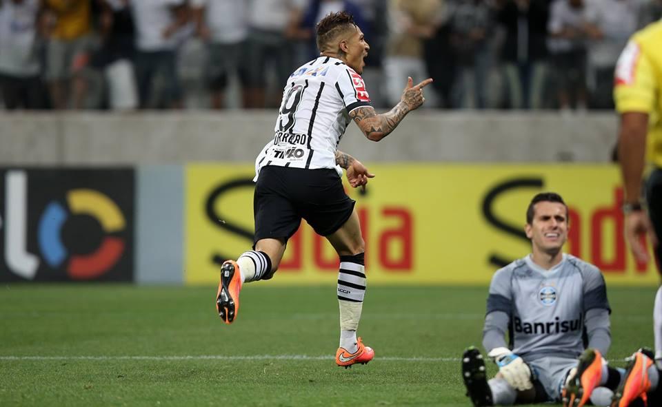 Guerrero decide de novo e encaminha a vaga do Corinthians na Libertadores. FOTO: Placar