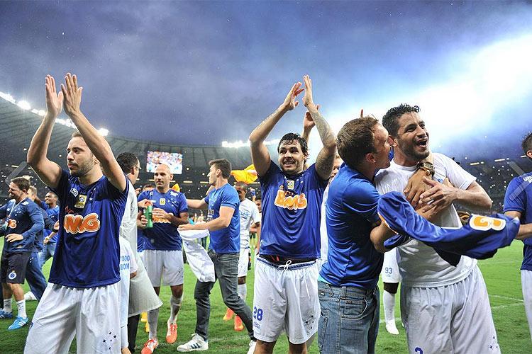 Jogadores do Cruzeiro comemoram o título brasileiro no Mineirão. FOTO: Superesportes