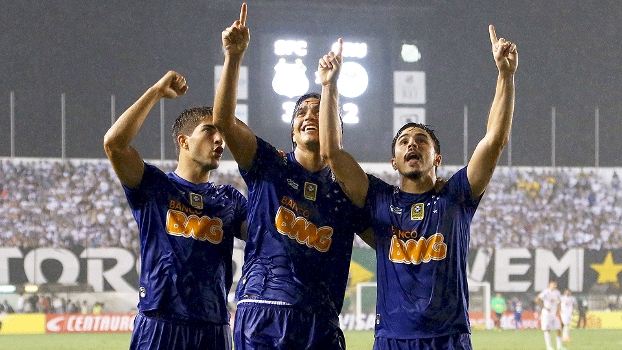 William decide de novo e Cruzeiro arranca empate e a classificação em Santos. FOTO: Gazeta Press