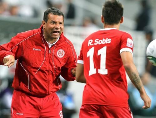 Celso Roth não consegue colocar o Inter no eixo. FOTO: VIPcom