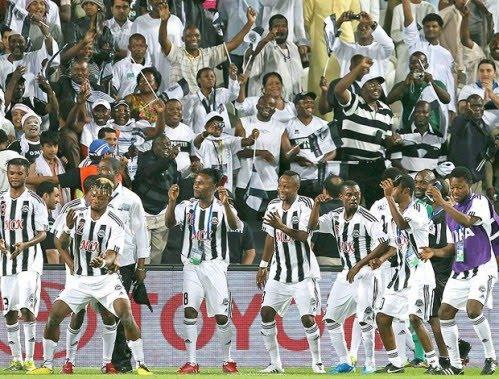 Os incrédulos jogadores do Mazembe fazem a festa. FOTO: EFE