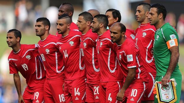 Seleção da Palestina na estreia contra o Japão. FOTO: Getty Images