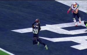 Lane intercepta Brady na end zone