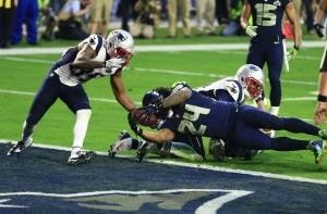 Lynch entra na end zone para empatar o jogo