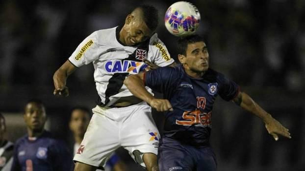 Friburguense derrota Vasco em jogo de 9 gols, três pênaltis e jogador marcando pros dois lados. FOTO:  Marcelo Sadio/Vasco