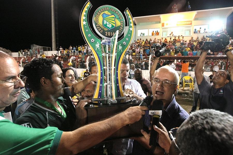 Foto da equipe campeão da Copa Estado de Sergipe. FOTO: site FSF