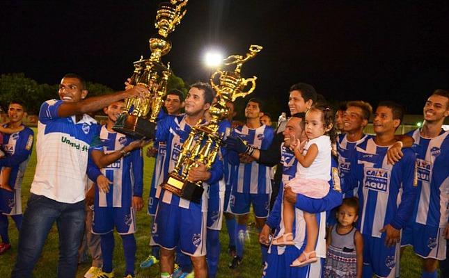 São Raimundo comemora o título estadual de 2014. FOTO: Reprodução/Rede Amazônica