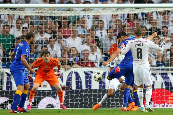Morata arma o chute que classificaria a Juve para a decisão. FOTO: UEFA