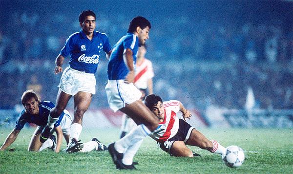Cruzeiro e River na final da Supercopa de 91. FOTO: Superesportes