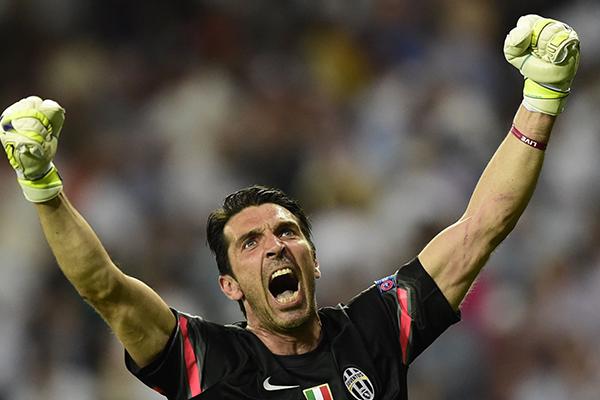O mítico goleiro italiano comemora a classificação. FOTO: UEFA