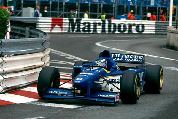 Olivier Panis a bordo de sua Ligier durante o GP de Mônaco de 1996. FOTO: f1-history.deviantart.com