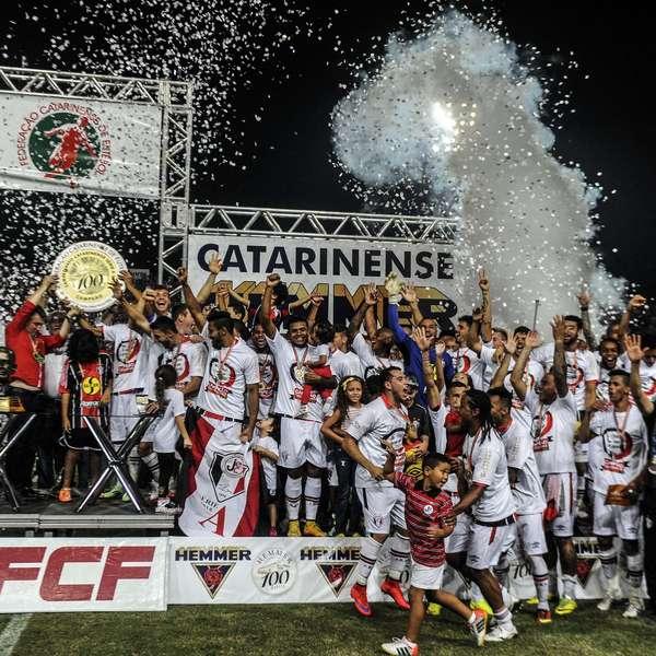 Joinville conquista titulo mas pode perdê-lo no tapetão. FOTO: Eduardo Valente