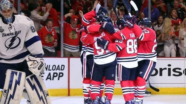 Comemoração da vitória no jogo 4 que colocou a série na história da liga. FOTO: Getty Images