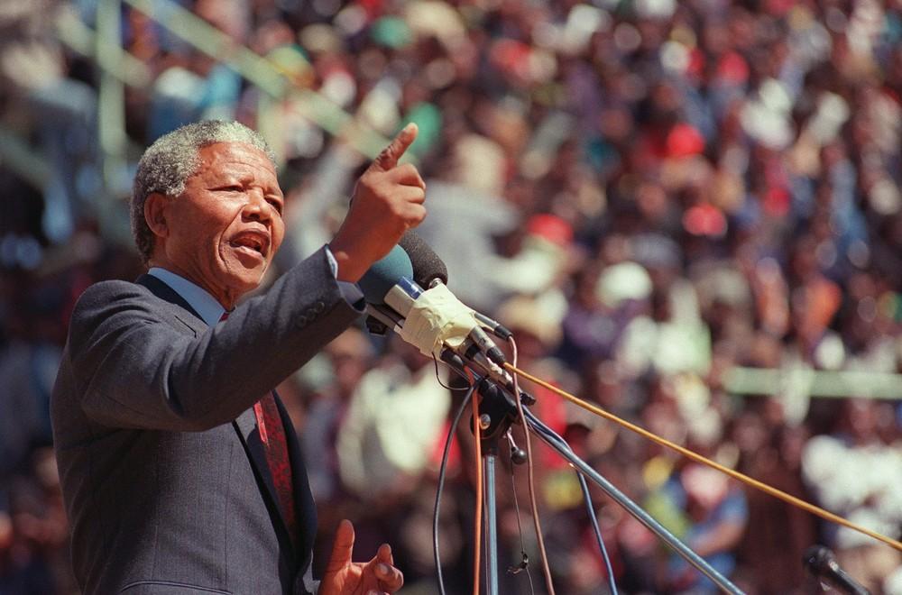 Mandela, após sair da prisão, em 1990. (FOTO: Alexander Joe/AFP/Getty Images)