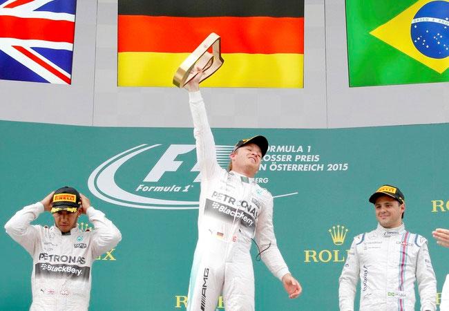 """Hamilton continua sendo o líder, mas Rosberg não o deixa """"abrir"""" uma grande vantagem na liderança do Mundial de Pilotos. FOTO: Reuters."""