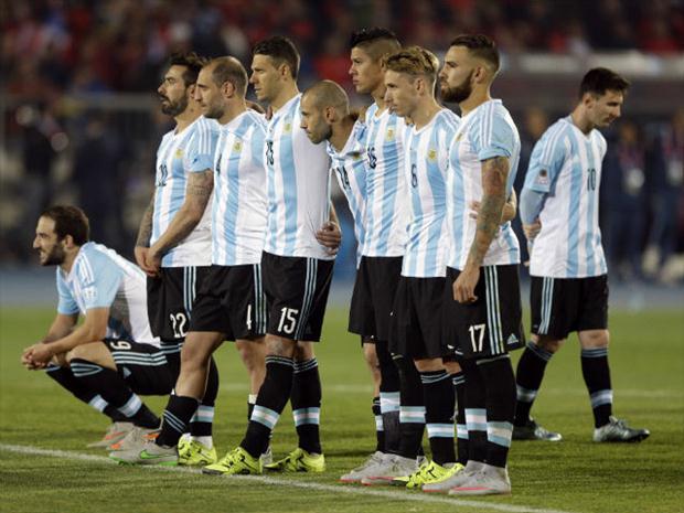 Argentinos desolados com mais um vice. FOTO: AP