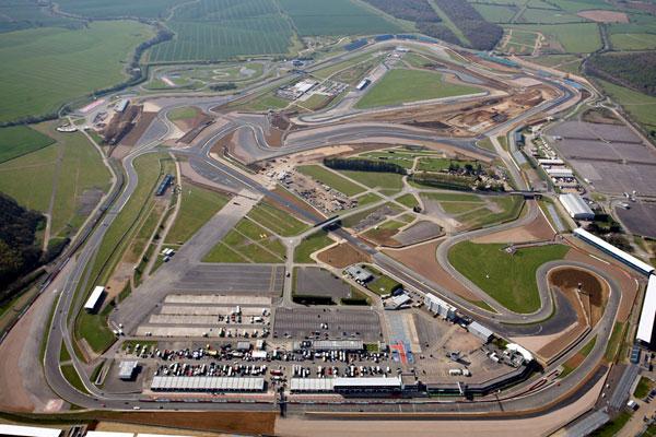 Vista aérea do Circuito de Silverstone onde se realiza o GP da Grã-Bretanha desde 1950. FOTO: www www.gtbazinga.com.br.