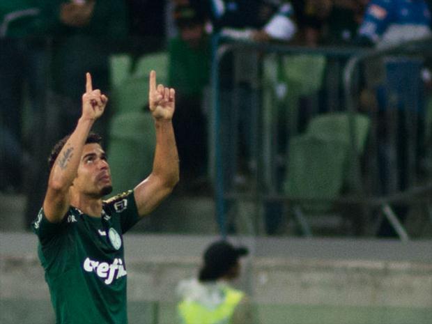 Egídio balançou as redes e participou do outro tento na vitória por 2 a 0 sobre a Chapecoense. FOTO: Maurício Rummens/ Fotoarena