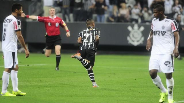 Jovem cornthiano decide confronto contra o líder Atlético. FOTO: GloboEsporte
