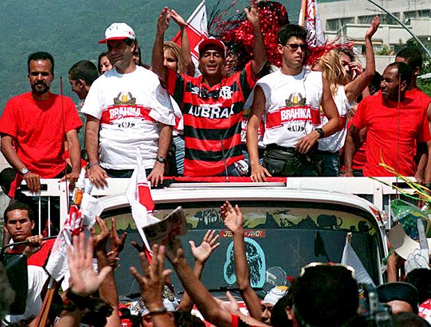 A carreata volta de Romário ao Rio, em 95. FOTO: AFP
