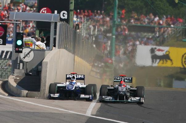 Barrichello, Schumacher e o muro: manobra histórica e um quase acidente. FOTO: www.jamesallenonf1.com