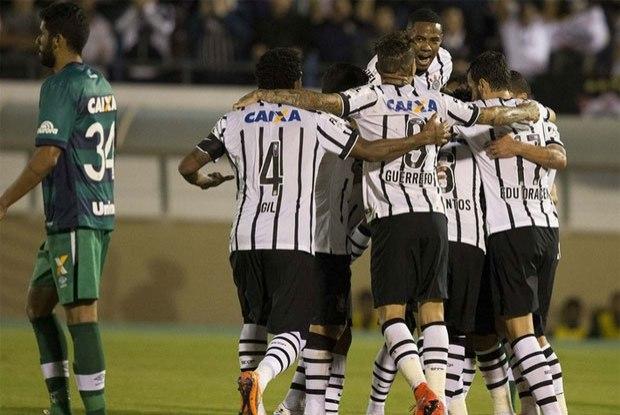 Corinthians segue imbatível no Brasileirão enquanto caiu para o Santos na Copa do Brasil. FOTO: Divulgação