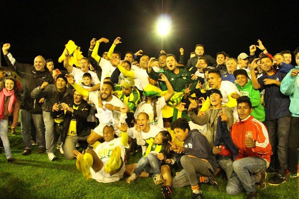 Jogadores gaúchos fazem a festa pela vaga nos pênaltis. FOTO: Ypiranga