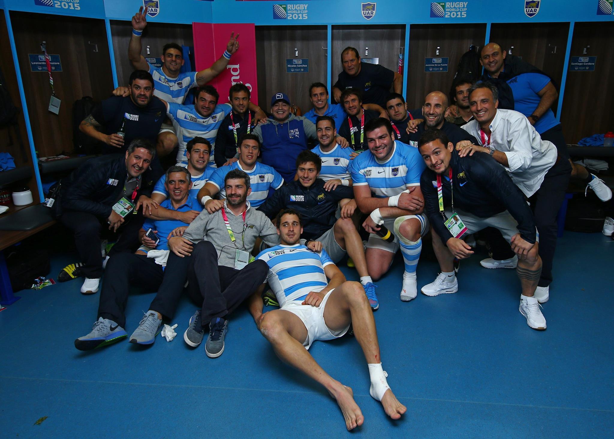 """Maradona no vestiário com """"Los Pumas"""". FOTO: Rugby World Cup"""