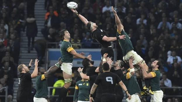 A árdua partida entre os All Blacks e Springboks. FOTO: Getty Images